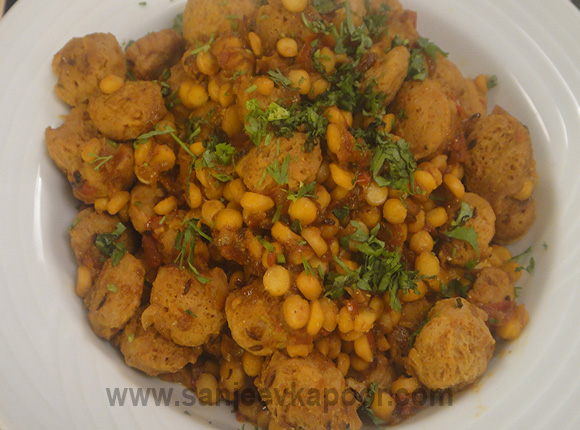Chana Dal and Soya Wadi ki Sabzi