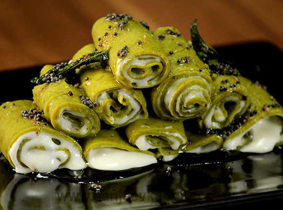 Cheesy Spinach Khandvi